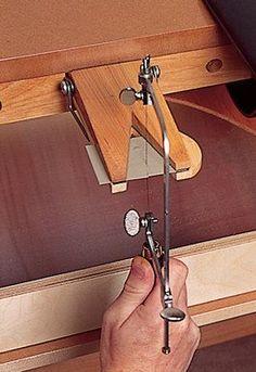 La mordaza de Sierra Pin es la herramienta perfecta para la celebración de metal, madera o plástico para cortar fácil. Una necesidad para el