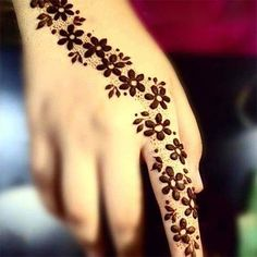 You HAVE to see these Minimal new mehndi design ideas for this wedding season! Party the mehndi party away with these back of the hand henna ideas! Henna Flower Designs, Mehndi Designs Finger, Mehndi Designs For Fingers, Unique Mehndi Designs, Beautiful Mehndi Design, Simple Mehndi Designs, Mehandi Designs, Henna Flowers, Tattoo Flowers