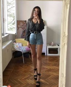 Pin by Henríquez Jara Flor on Outfits con short Spring Outfits, Trendy Outfits, Cool Outfits, Fashion Outfits, Girly Outfits, Look Fashion, Korean Fashion, Pinterest Fashion, Outfit Goals