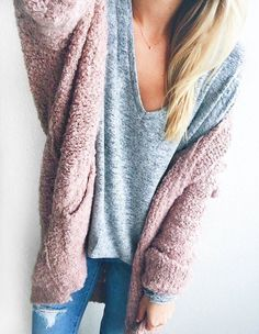 Favorite Cozy Sweaters & Cardigans for Fall // LivvyLand 2019 Favorite Cozy Sweaters & Cardigans for Fall // LivvyLand The post Favorite Cozy Sweaters & Cardigans for Fall // LivvyLand 2019 appeared first on Sweaters ideas. Mode Outfits, Casual Outfits, Fashion Outfits, Womens Fashion, Fashion Styles, Style Fashion, Latest Fashion, Fashion Ideas, Fashion Beauty