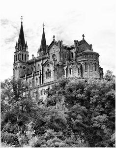 Basilica de Covadonga (Asturias)    Por Jose Luis Cernadas Iglesias