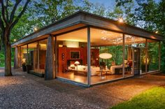 "Own an Award Winning Mid-Century Glass House for Just $619K - Modern Marvels - Curbed Chicago: H.P. Davis ""Deever"" Rockwell"
