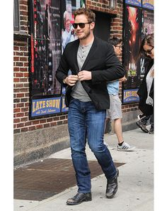 Is Chris Pratt becoming my new style icon? Henley + blazer + slim jeans + boot look is on point.