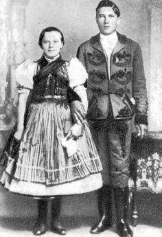 Fiatal pár (Vajdácska, Borsod-Abaúj-Zemplén m., 20. sz)