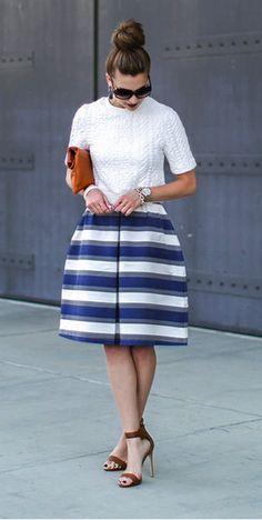 Modest knee length striped full bell skirt | Mode-sty
