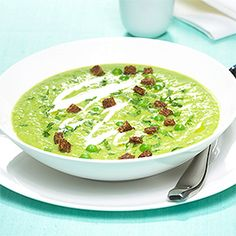 Pea soup with black bread croutons Up to 30 minutes uncomplicated - Seafood Recipes Pea Soup, Palak Paneer, Seafood Recipes, Guacamole, Breakfast Recipes, Bread, Ethnic Recipes, Black, Brunch Recipes