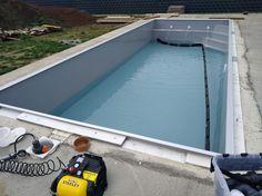 Richtige Pool-Einwinterung.  Bestellen Sie sich von uns diese Serviceleistung unter info@schwimmbeckenrs.com