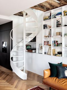 Interior Stairs, Home Interior Design, Interior Architecture, Stairs Architecture, Bohemian Living Rooms, Small Living Rooms, Spiral Stairs Design, Staircase Design, Small Apartment Bedrooms