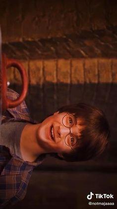 Harry Potter Gif, Harry Potter Voldemort, Daniel Radcliffe Harry Potter, Harry Potter Drawings, Harry Potter Universal, Harry Potter Characters, Harry Potter World, Harry Potter Hogwarts, Hermione
