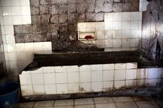 A former bathroom in the hotel. There has been no running water for more than a decade.    Photo: Héctor Mediavilla