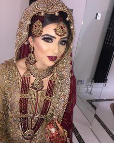 Description: Five piece beautiful wedding jewelry set. Pakistani Bridal Jewelry, Pakistani Bridal Dresses, Bridal Jewellery, Indian Bridal, Bridal Looks, Bridal Style, Afro, Asian Bridal Makeup, Indian Makeup