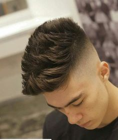 High skin fade with lots of spiky texture and length on top. Combover Hairstyles For Men, Pompadour Hairstyle, Cool Hairstyles For Men, Hairstyles Haircuts, Haircuts For Men, Trending Hairstyles, Medium Hairstyles, Teen Boy Hairstyles, Hairstyle Men
