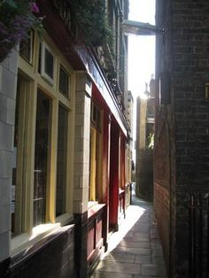 Wapping Old Stairs: This is Wapping Old Stairs which runs along side the Town of Ramsgate and is typical of the alley that ran down to the river between the warehouses