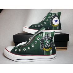 Harry Potter Slytherin Custom Converse All Stars von ArkhamPrints Mode Harry Potter, Harry Potter Shoes, Slytherin Harry Potter, Slytherin Pride, Harry Potter Outfits, Harry Potter Converse, Ravenclaw, Converse All Star, Converse Shoes