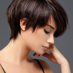 Upcoming Christmas and a 2020 model hair style with a great pixie haircut … I know you're looking for a gorgeous model and looking for the freshest of the 2020 hairstyles with short haircuts. Edgy Pixie Haircuts, Stacked Haircuts, Pixie Hairstyles, Undercut Pixie, Short Hair With Layers, Short Hair Cuts, Short Hair Styles, Pixie Cuts, Corte Pixie