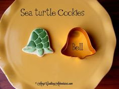 Amys Confectionery Adventures: Sea Turtle Cookies - These cute little sea turtle cookies came about when I had a rush cookie order and no sea turtle cutter! Galletas Cookies, Iced Cookies, Royal Icing Cookies, Cupcakes, Cupcake Cookies, Turtle Cookies, Summer Cookies, Cookie Designs, Cookie Ideas