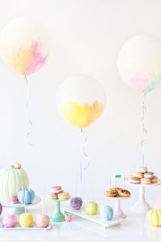 DIY Watercolor Balloons | studiodiy.com