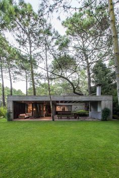 House Decorating Architecture + Nature F House designed by Gianserra + Lima Arquitectos Casas Containers, Concrete Houses, Weekend House, Forest House, Modern House Design, Home Fashion, Modern Architecture, Concrete Architecture, Future House