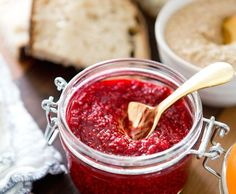 Raw Raspberry Chia Jam: let everyone think you slaved over this for hours.** cup frozen raspberries tablespoon raw honey (more if you'd prefer a sweeter jam) lemon tablespoons white chia seeds Raw Food Recipes, Cooking Recipes, Healthy Recipes, Brunch, Eating Raw, Smoothies, Raw Vegan, Healthy Treats, Love Food