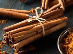 Natural Remove Blackheads Health Benefits Cinnamon - Cinnamon is a delicious spice with impressive effects on health and metabolism. Here are 10 evidence-based health benefits of cinnamon. Cassia Cinnamon, Ceylon Cinnamon, Cinnamon Powder, Cinnamon Bark Essential Oil, Lower Blood Sugar Naturally, Cinnamon Health Benefits, Oil Benefits, Weight Loss Herbs, Health Tips