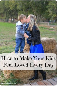 How to make your children feel loved everyday. Tips for creating a loving home and happy family. Parenting with key phrases to create a happy home with this simple parenting advice #toddlerhood #toddlerlife #momlife #motherhood Parenting Styles, Parenting Books, Parenting Advice, Strong Family, Happy Family, He Makes Me Happy, Sibling Relationships, Strong Willed Child, Advice For New Moms
