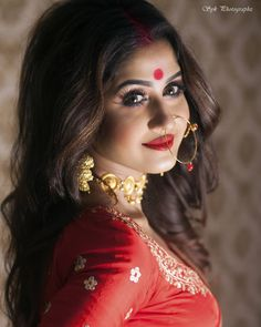 Anushka Pics, Durga Kali, Bengali Bridal Makeup, Bengali Bride, Indian Wedding Photography, Married Woman, Cute Beauty, Bridal Portraits, Tight Dresses