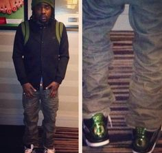 Wale wearing Air Jordan 4 Oregon Ducks