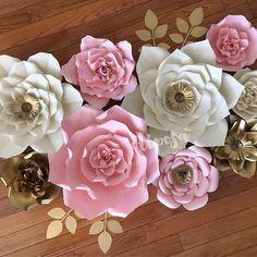 Happy Thursday #paperflowers #paperflowerwall #paperflowerbackdrop #madewithmichaels #etsy #etsyshop #handmade #decor #nursery #nurserydecor #nurseryinspo #floresdepapelgigantes #floresdepapel #weddinginspo #catchmyparty