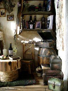 The Cottage con un viejo tocadiscos de vinilo Por DollhouseAra