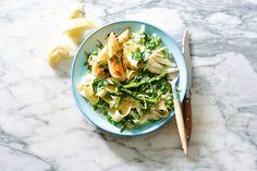 In een handomdraai op en top Italië op tafel - Recept - Allerhande Dinner Is Served, Couscous, Summer Recipes, Pasta Salad, Italian Recipes, Pasta Recipes, Yummy Food, Lunch, Meals