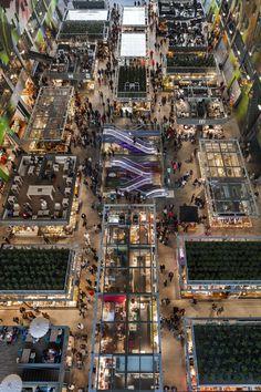 MVRDV'nin Rotterdam'daki üstü örtülü market projesi Markthal, birbirinden farklı iki mimari tipolojiyi kemer formunda bir binayla bir araya getiriyor.
