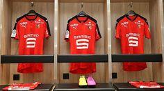 Français club de Ligue 1 Stade Rennais et Puma ont lancé hier Le nouveau maillot de foot Stade rennais est à dominante rouge et blanc