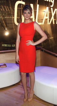 3bc6d590 Kate Upton In Antonio Berardi Anyone blessed with a figure like this should  live in body-conscious styles.
