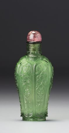 AN EMERALD-GREEN GLASS 'FLORAL DESIGN' SNUFF BOTTLE<br>MARK AND PERIOD OF QIANLONG | lot | Sotheby's