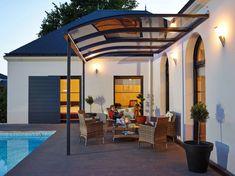 Un salon de jardin à l'abri d'une pergola - Côté Maison Simple Garden Designs, Terrasse Design, Solar, Pergola With Roof, Roof Panels, Building Plans, Outdoor Gardens, Mansions, House Styles