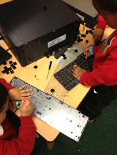 Finally a way to use my sons 5 redundant computers, take them into nursery for them to explore. Eyfs Activities, Activities For Boys, Motor Activities, Investigation Area, Investigations, Abc Does, Early Years Maths, Reception Class, Continuous Provision