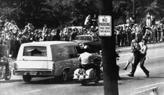 A Memphis policeman carries away a young woman trying to reach the hearse bearing the body of rock and roll star Elvis Presley during the funeral procession to Forest Hill Cemetery on Aug. Thousands lined the route for the final farewell. Elvis Presley Funeral, Elvis Presley Cake, Elvis Presley Family, Rock And Roll, Jailhouse Rock, Family Photo Album, Chuck Berry, Memphis Tennessee, Actor