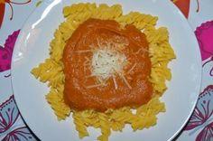 Omáčka z rajčat a pečeného lilku, kukuřičné těstoviny
