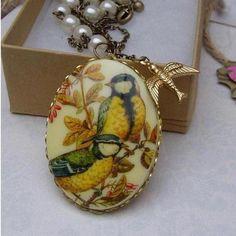Vintage Bird cameo.... Necklace