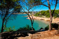 Salou, on Spain's Catalonian coast offers relatively calm, shallow waters? Salou Spain, Hotel Familiar, Destinations, Barcelona, Bright Side Of Life, Places To Visit, Around The Worlds, River, City