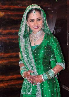 http://media2.intoday.in/indiatoday/images/Photo_gallery/aamir-ali-sanjeeda-sheikh-wedding_030412014117.jpg