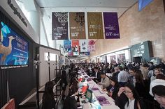 Full of buyers in the registration counter! Grasp the chance to visit