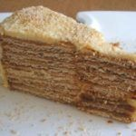 Going to have a party and want to prepare a different and special cake? This delicious creamy wafer cake flavored with coffee, has excellent. Portuguese Desserts, Portuguese Recipes, Baking Recipes, Cake Recipes, Dessert Recipes, Gateaux Cake, Cake Flavors, Homemade Cakes, Just Desserts