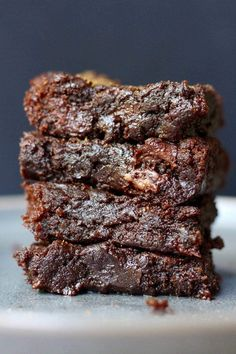Made with rich tahini and sweetened with coconut sugar and maple syrup, this Easy Vegan Tahini Brownies Recipe will make for a crowd pleasing dessert! Healthy Brownies, Gluten Free Brownies, Vegan Brownie, Brownie Recipes, Baby Food Recipes, Sweet Recipes, Tofu Recipes, Keto Recipes, Healthy Desserts For Kids