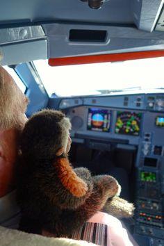 Apen matkat: Ape Finnairin koneen ohjaamossa! http://apenmatkat.blogspot.fi/