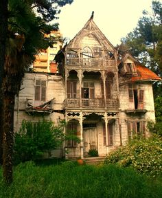 I will live here and it will be awesome. Abandoned Mansion, Istanbul, Turkey photo via iwanna