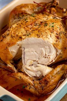 The PERFECT Simple Roast Chicken Recipe that makes the crispiest skin, juiciest chicken with just five minutes of prep and one hour in the oven. Roast Chicken Crispy Skin, Roast Chicken And Gravy, Perfect Roast Chicken, Easy Roast Chicken, Roast Chicken Dinner, Chicken Skin, Keto Chicken, Bbq Chicken, Chicken Breasts