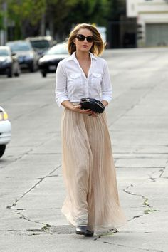 Dianna-Agron-arriving-at-the-Kate-Somerville-Skin-Health-Salon-in-West-Hollywood-CA.jpg (400×600)