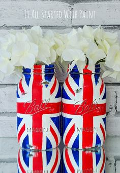 Mason jar craft idea using paint to create Union Jack flag. Includes step-by-step how to make your own Union Jack Flag Mason Jar . Mason Jar Projects, Mason Jar Crafts, Mason Jar Diy, Union Jack, Quart Size Mason Jars, Blue Mason Jars, Prince George Birthday, British Party, British Themed Parties