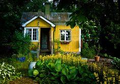 A Joyful Cottage: 20 Cottage Gardens that Inspire